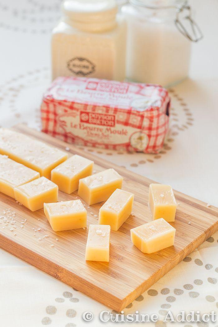 Caramels au Beurre salé-9843 - 150 g de beurre salé Paysan Breton 100 g de sucre de canne non raffiné 1 petite boite (397 g) de lait concentré sucré Fleur de sel (facultatif) cuisson 30 mn temps de preparation 1h10 pour 15 caramels