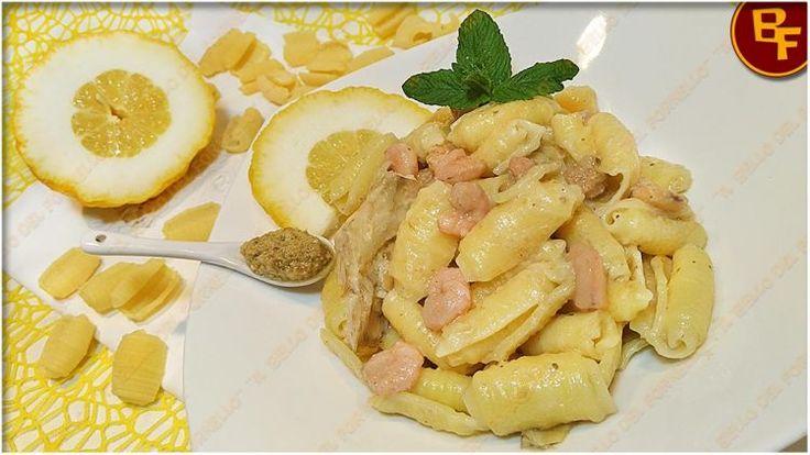 Pasta con crema di carciofi e gamberetti profumata al cedro