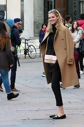 Kate Upton wearing Miss Dior Pearlised Lotus Mini Pouch with Chains