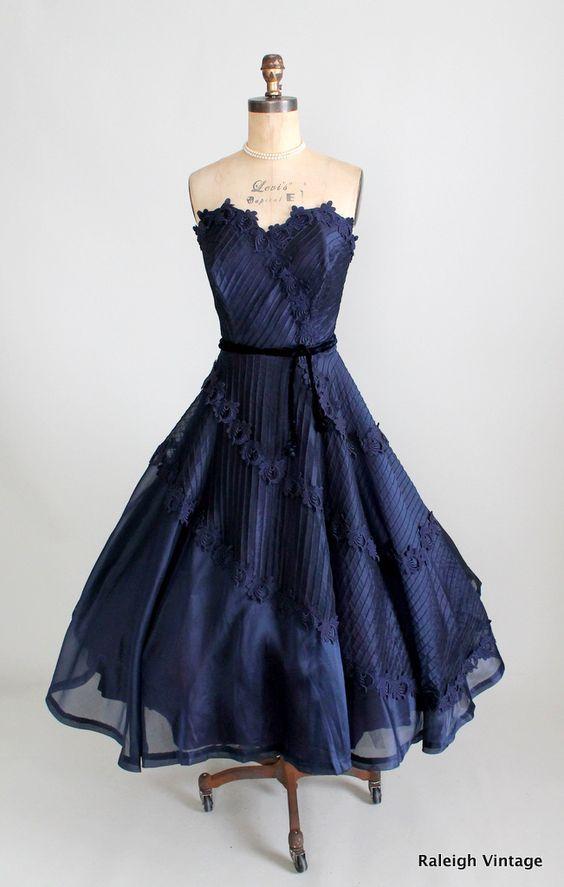10 Best images about VINTAGE DRESSES on Pinterest - Vintage style ...