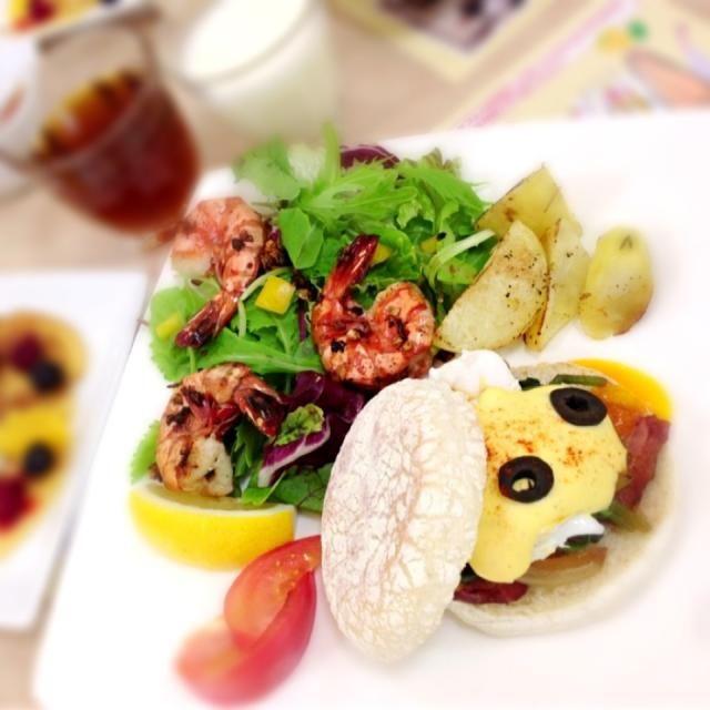 ★エッグベネディクト ★ガーリックシュリンプサラダ 料理教室でハワイ料理のエッグベネディクトとガーリックシュリンプサラダを作りました!色合いも良かったのでまた作ってみようかと思います\( ˆoˆ )/ - 34件のもぐもぐ - エッグベネディクト&ガーリックシュリンプサラダ by nn935zicxx