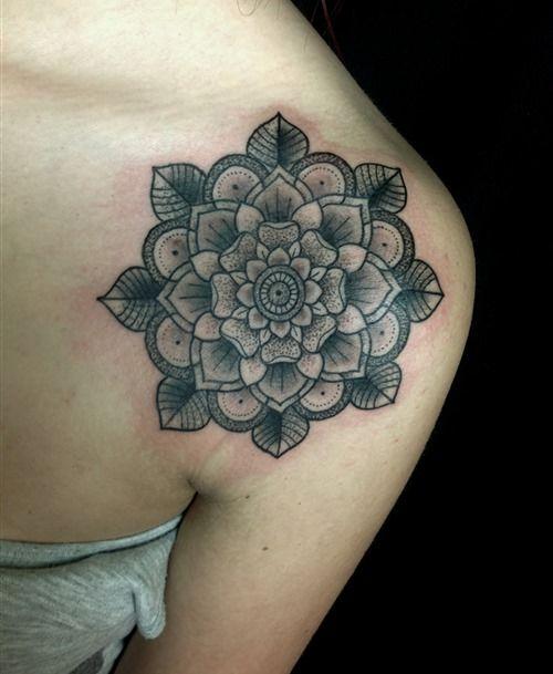 20  Shoulder Mandala Tattoos for Women and Girls (16)