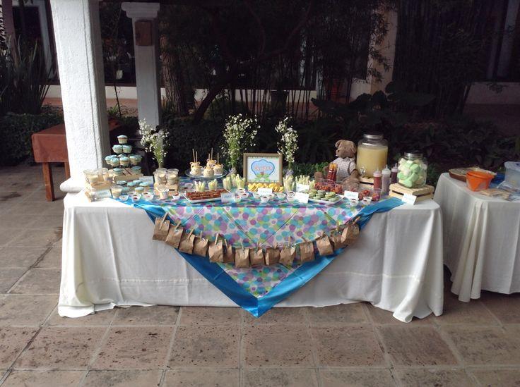 Mesa de Dulces para bautizo, postres hechos por Mío .. Macarons, alfajores, muffins, pastel chocolate nuez, y mas..