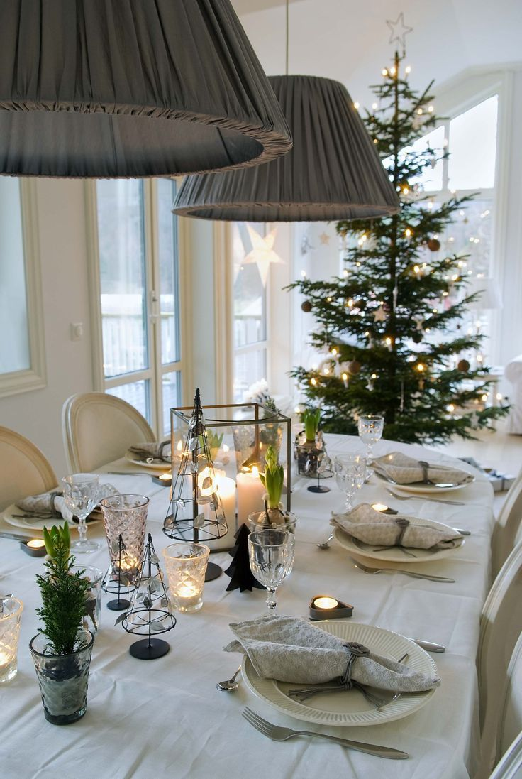 Decorate with the facet glas for candles on the Christmas table this year. Facet glas from tinekhome.com