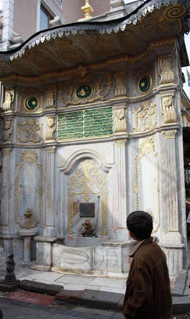Mısır çarşısının arkasında Tahmis Sokağı'nda bulunan çeşme, Sultan Üçüncü Selîm Hân'ın kız kardeşi Hatîce Sultan tarafından 1806 senesinde yaptırılmıştır.