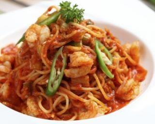Pâtes chinoises aux crevettes et sauce tomate