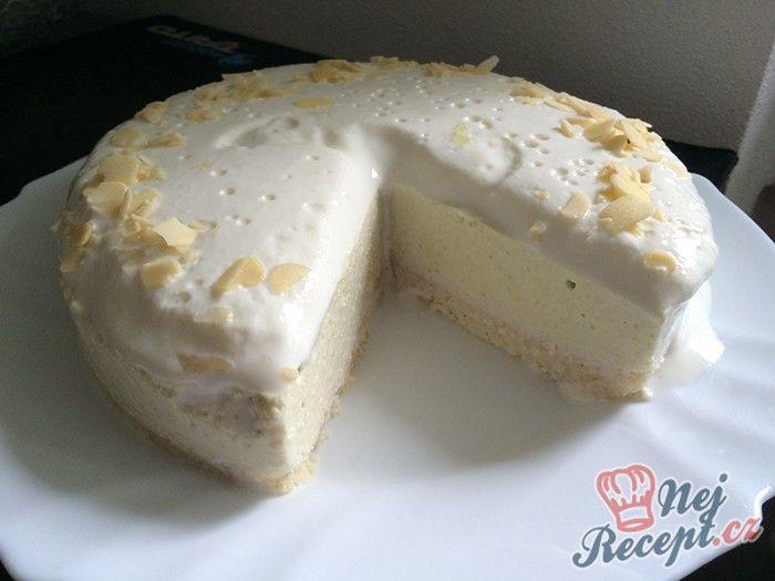 Mandlovo kokosový základ, osvěžující limetková vrstva a na vrchu lahodná jogurtová vrstva. Bez cukru, bez mouky a bez vajíčka. Autor: Kvietok278