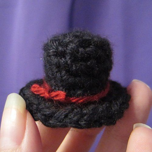 Free Crochet Pattern For Top Hat : Free! - Ravelry: Miniature Top Hat pattern by Just ...