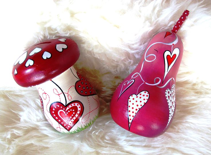 hearts, acrylics, wooden money box www.facebook.com/SofiaFileasArt
