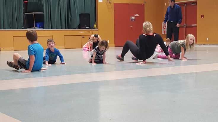 Hot Mama Class for kids only! This is a class for Minis only bootcamp, all about making fitness fun and a habit. #hotmamafit #hotmamaminis #bootcamp