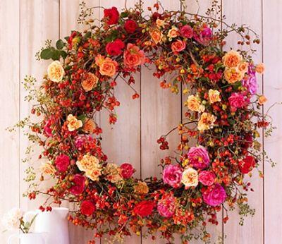 Decoratiuni de toamna cu trandafiri si macese
