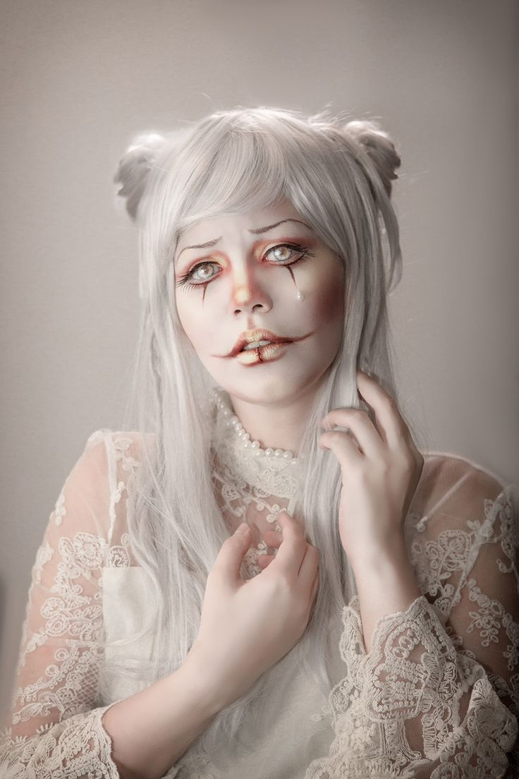 """Albino Clown"" — Photographer: Rafael OhanaModel: Gwen Von Sousukë"