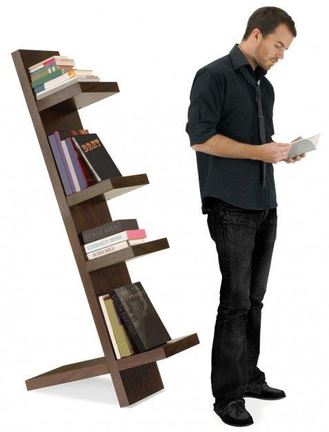 Pisa - proj. Matt Carr, regał wolno stojący, okleina drewniana; 161x74x33 cm. Cena: ok. 1.499 zł, Umbra/Fafarafa.