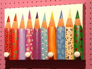 Perchero con lápices | Mónica Lorenzo