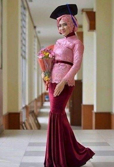 47 Model Kebaya Wisuda Muslimah Berjilbab Modis - Model Baju Muslimah Batik  Terbaru 2018 06eac061a6