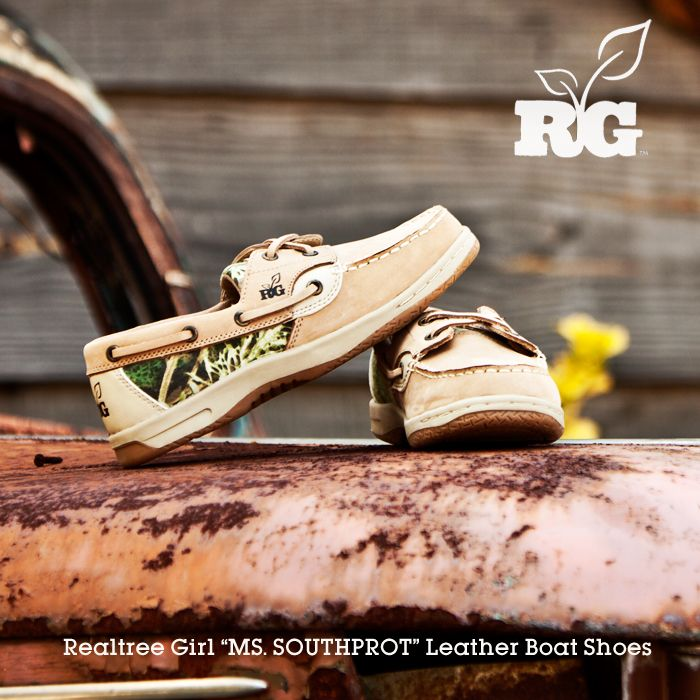 Realtree Girl Boat Shoes. Oh my goodness, I can wear these on days I'm taking a break from boots!!! Super Cute!!!!
