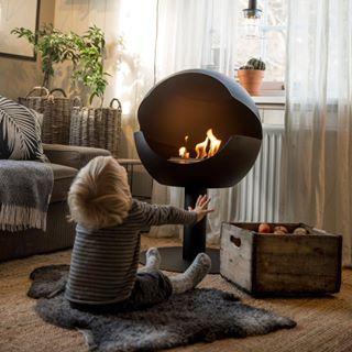 The winter has arrived in Sweden ❄️. Perfect for an evening in front of a fire . Enjoy your Saturday! #interior #eldstad #interiorhome #design #svensktillverkad #roomforinspo #interiordesign #fireplace #interior4all #inspiration #onlyinterior #inspiration #energi #design #designwithfire #bioethanol #interior2you #modern #interiorstyling #interiorinspiration #svenskdesign #inredning #designforall #vauni #globe #fire #winter #cosyevening