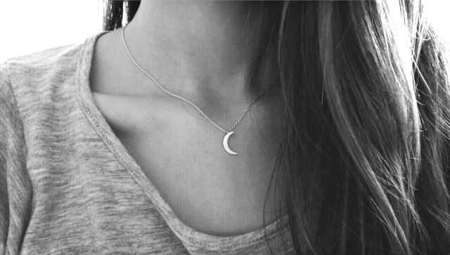 dainty moon necklace