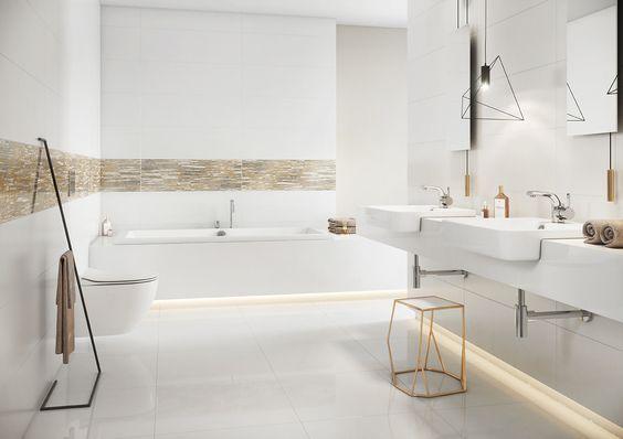 Łazienka zdominowana przez biel płytek