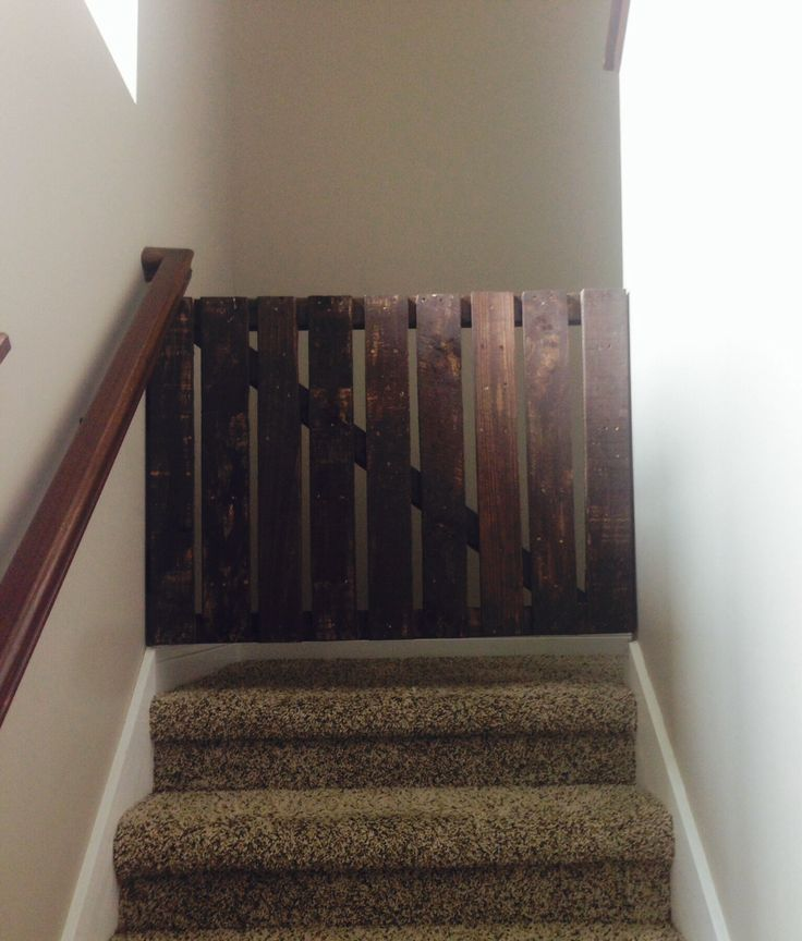 13 Diy Dog Gate Ideas: DIY Pallet Wood Dog Gate For Stairs
