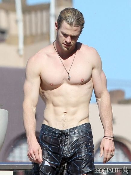 Fill in he blank: I want to _________ Chris Hemsworth.