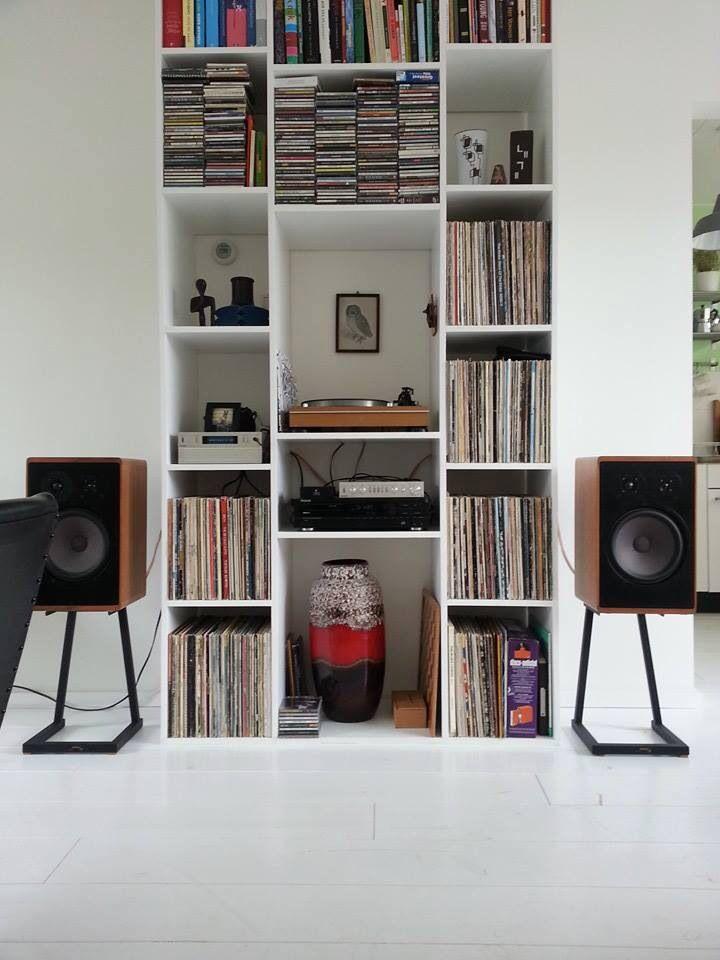 Love this set up turntable , speaker love...                                                                                                                                                                                 Más