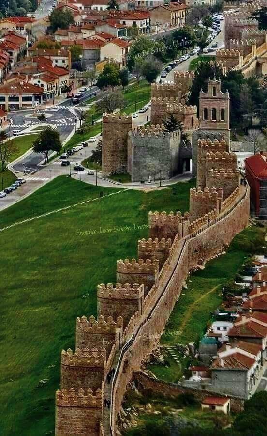 Las famosas murallas de Ávila (España)