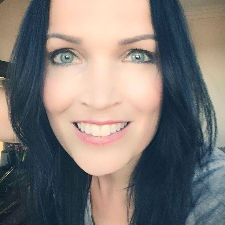 """8,858 Me gusta, 342 comentarios - Tarja Turunen (@tarjaofficial) en Instagram: """"Heyyyy São Paulo! I arrived. Tomorrow sun and a fantastic show? Who is coming? #theshadowshows2017…"""""""