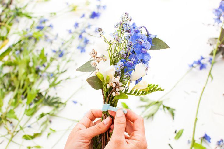 贈り物にちょこんとお花を添えて簡単かわいいミニブーケの作り方