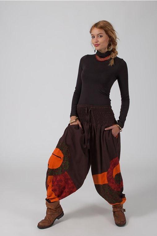 Φαρδυ παντελόνι με πλατύ λάστιχο στη μέση ιδανικό για ανοιξιάτικες casual εμφανίσεις. #εθνικ #μποχο #ρουχα #γυναικεια