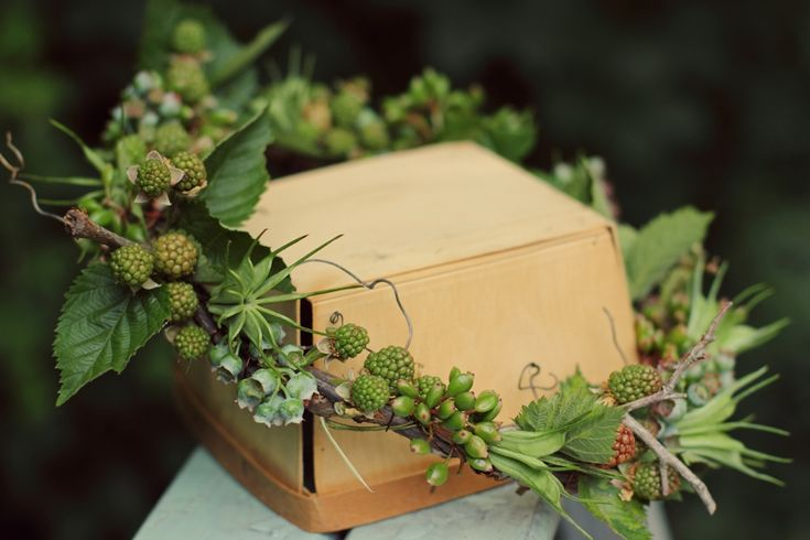autumn flower crown using simple hand picked foliage and seeds from the garden