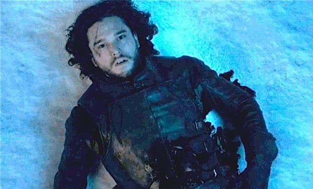 A 5ª Temporada de Game of Thrones terminou com Jon Snow sangrando na neve e a 6ª Temporada começou exatamente daí, com nosso bastardo favorito ainda parecendo bem morto.
