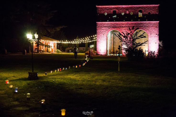 Mariage tropical à Toulouse / Lanternes colorées le soir / Photo: Karolina B. / Organisation & Décoration: Joli coup de pouce / Lieu: Domaine du Beyssac