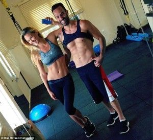 Bar Rafaeli, working out, in the gym, workout clothes, fitness clothes, gym clothes.