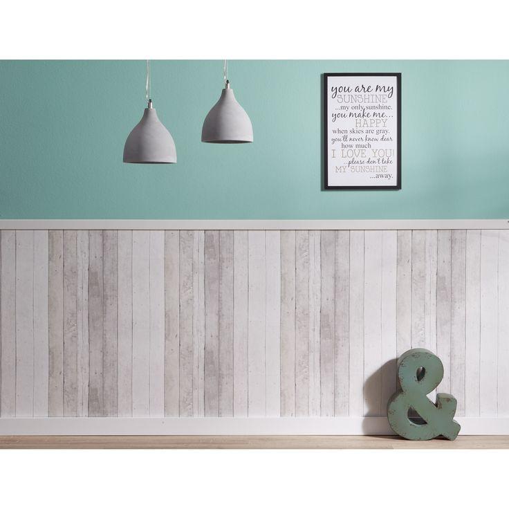 Heb je er wel eens aan gedacht om behang met steigerhoutprint te gebruiken als lambrisering?