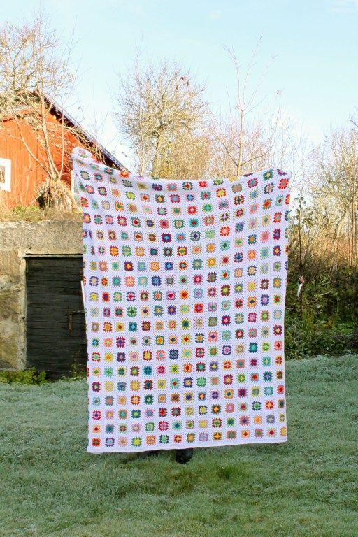 Virkad filt med mormorsrutor. Crochet, DIY, granny square.