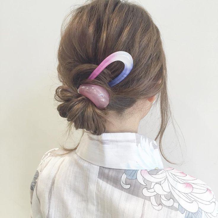 """202 Likes, 4 Comments - colette malouf/コレットマルーフ (@colette_malouf_japan) on Instagram: """"浴衣に似合う簡単ヘアアレンジ  1.髪を1束にして最後の髪は抜ききらずお団子をつくります。  2.ゴムを毛先で隠します。  3.コームを指して完成です。…"""""""