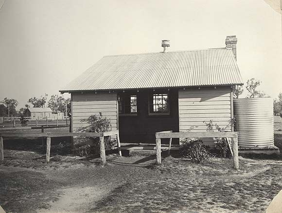 Image | [Kentucky Soldiers' Settlement Estate - school building] [Kentucky Soldiers' Settlement Estate - school building] [Kentucky Soldiers' Settlement Estate - school building]