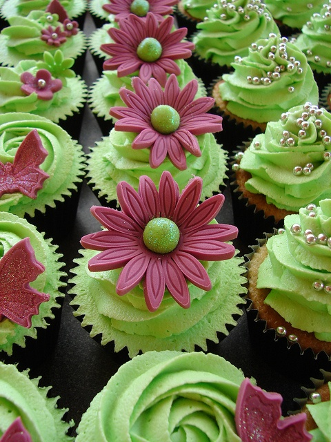 Cupcakes: Cupcakes Yummy, Birthday, Wedding Cupcakes, Fantastic Cakes Cupcakes, Cup Cake, Colorful Cupcakes, Easter Cupcakes, Green Cupcakes