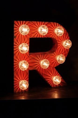 Lettre R d'ancienne enseigne lumineuse façon fête foraine