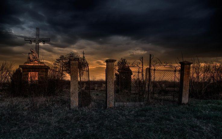 кладбище на закате дня
