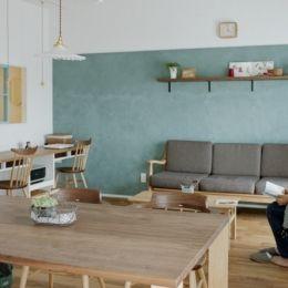 リノベーション / oliveの部屋 LDKを優しく彩るオリーブグリーンの漆喰壁