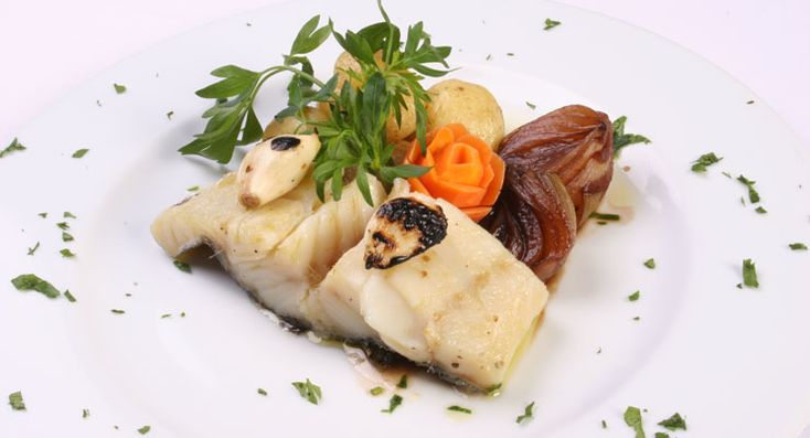 'Bacalhau cozido com batatinhas e vinagre balsâmico' - boiled cod with potatoes and balsamic vinegar. So simple and so tasty! You just have to come here and give it a try! ;)