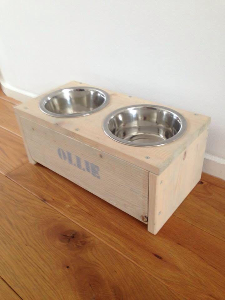 Hondenbak gemaakt van steigerhout