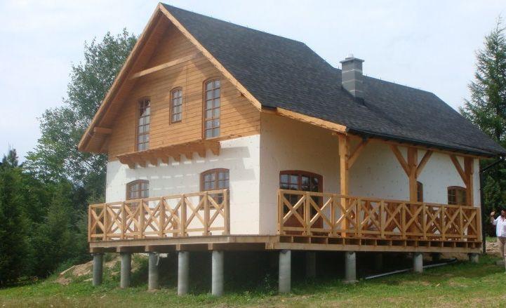 Nowoczesne domy drewniane, jakie buduje się w XXI wieku, oprócz wykorzystania naturalnego, szlachetnego surowca, niewiele mają wspólnego ze swoimi drewnianymi przodkami. www.liderbudowlany.pl
