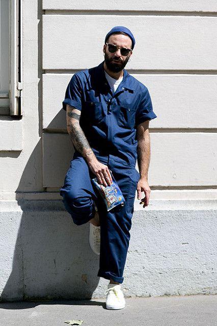ネイビー半袖つなぎ×白ローカットスニーカー   メンズファッションスナップ フリーク   着こなしNo:118440