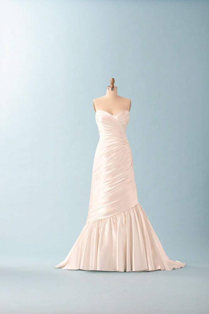 57 best Dream Dresses images on Pinterest | Wedding veil, Bridal ...
