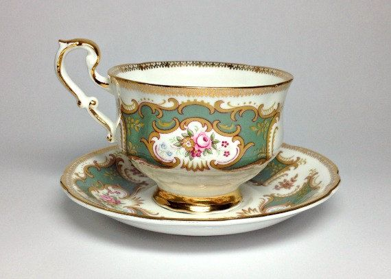 Beautiful Paragon fine bone china from England. A set you might see on Downton Abbey! Fun for tea parties or bridal showers, too. Via Bella Rosa Antiques on Etsy and BellaRosaAntiques.com