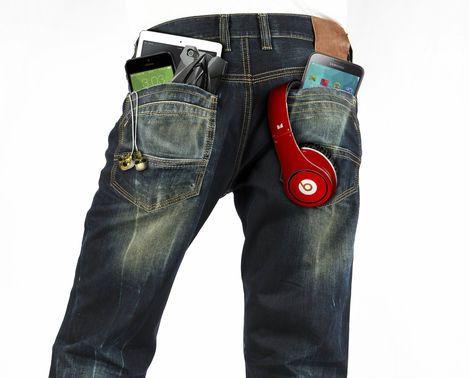 Para los vendedores que se dirigen a adolescentes, el que los chicos actuales se preocupen más por la tecnología que por la moda está siendo todo un reto.