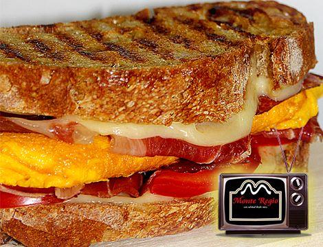 ¿Quién se apunta a este sándwich de tortilla francesa y #jamón ibérico #MonteRegio?